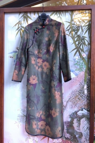 时尚深绿旗袍