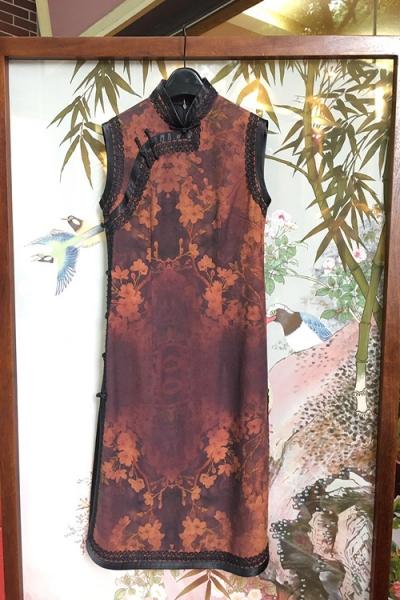 时尚毛领旗袍