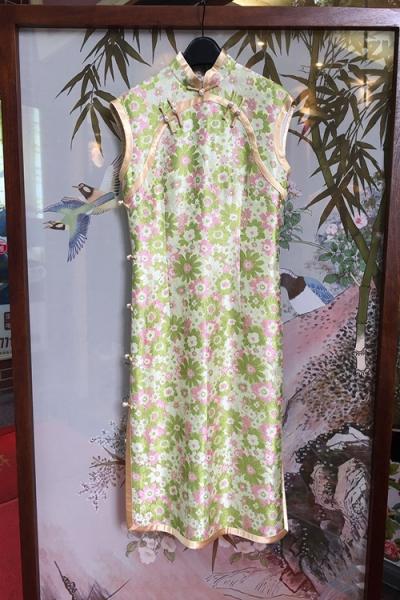 时尚青菊旗袍